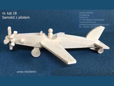 18-samolot-z-pilotem
